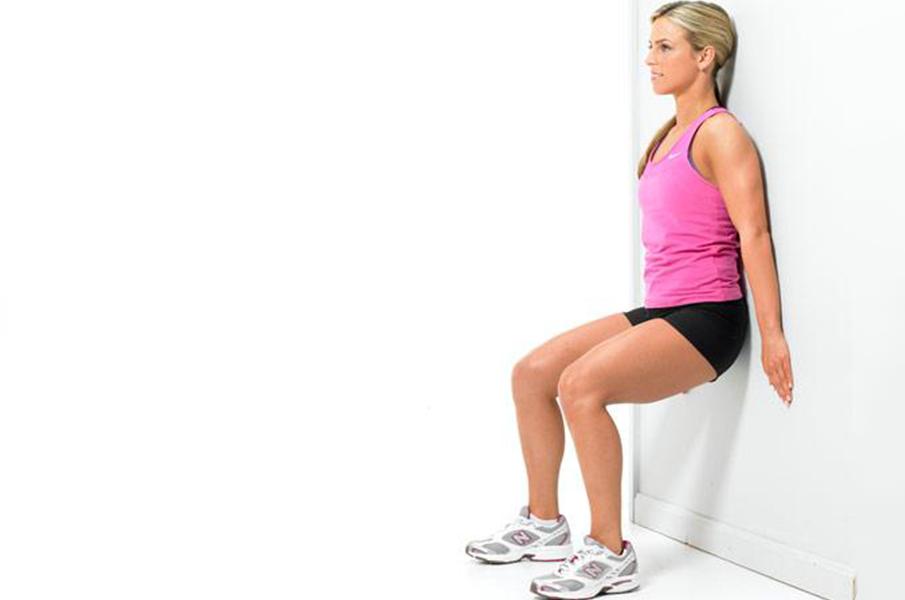 4-Exercícios-Isométricos-para-Construir-Músculos-Agachamento-na-Parede